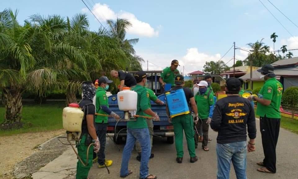 Cegah Penyebaran Covid 19 Rmb Lhmr Perawang Lakukan Penyemprotan Disinfectant Di Rumah Masyarakat